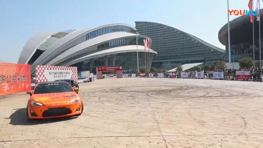 2018武汉国际车展特技漂移表演秀